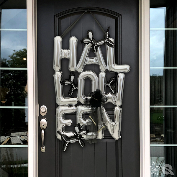 HH_HalloweenDogs_doorclose.jpg